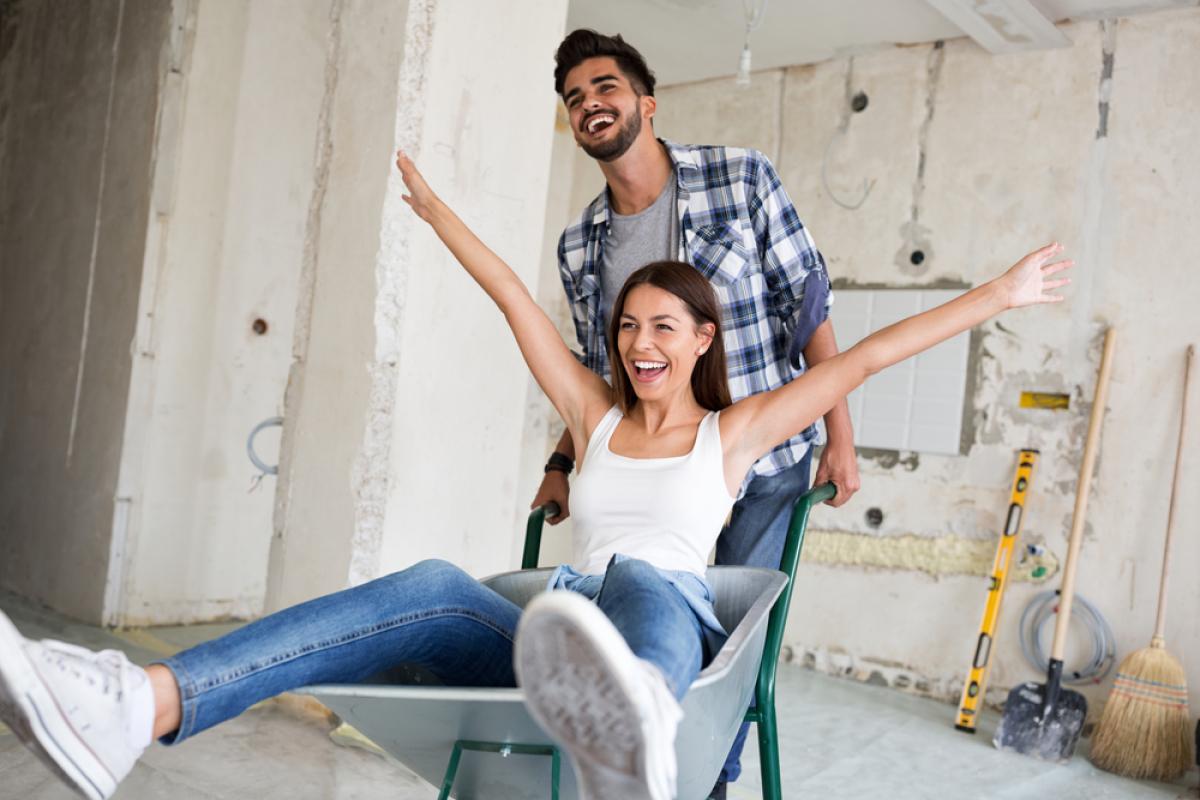 Un couple réalise des travaux de réhabilitation