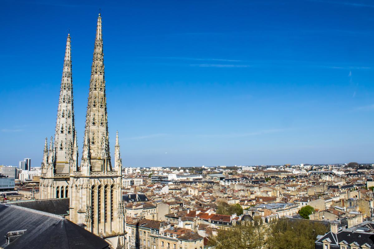 investir bordeaux - Vue aérienne sur la ville de Bordeaux et la Cathédrale Saint-André