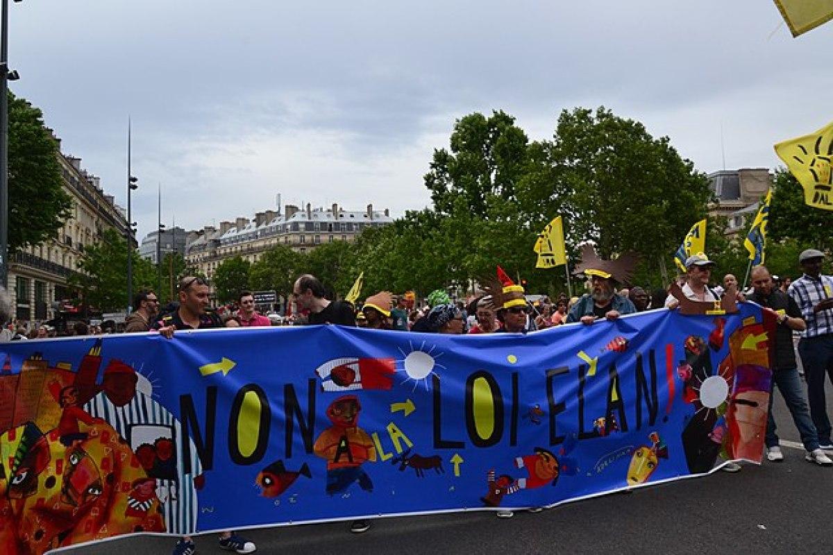 politique logement Macron  – manifestation des étudiants