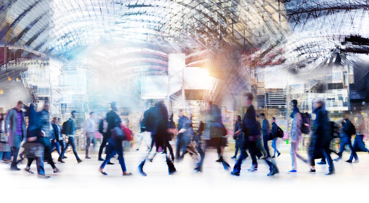LGV Bordeaux-Toulouse – Foule dans un hall de gare