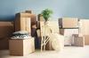 Projet immobilier à Bordeaux – Pile de cartons lors d'un aménagement dans un nouvel appartement